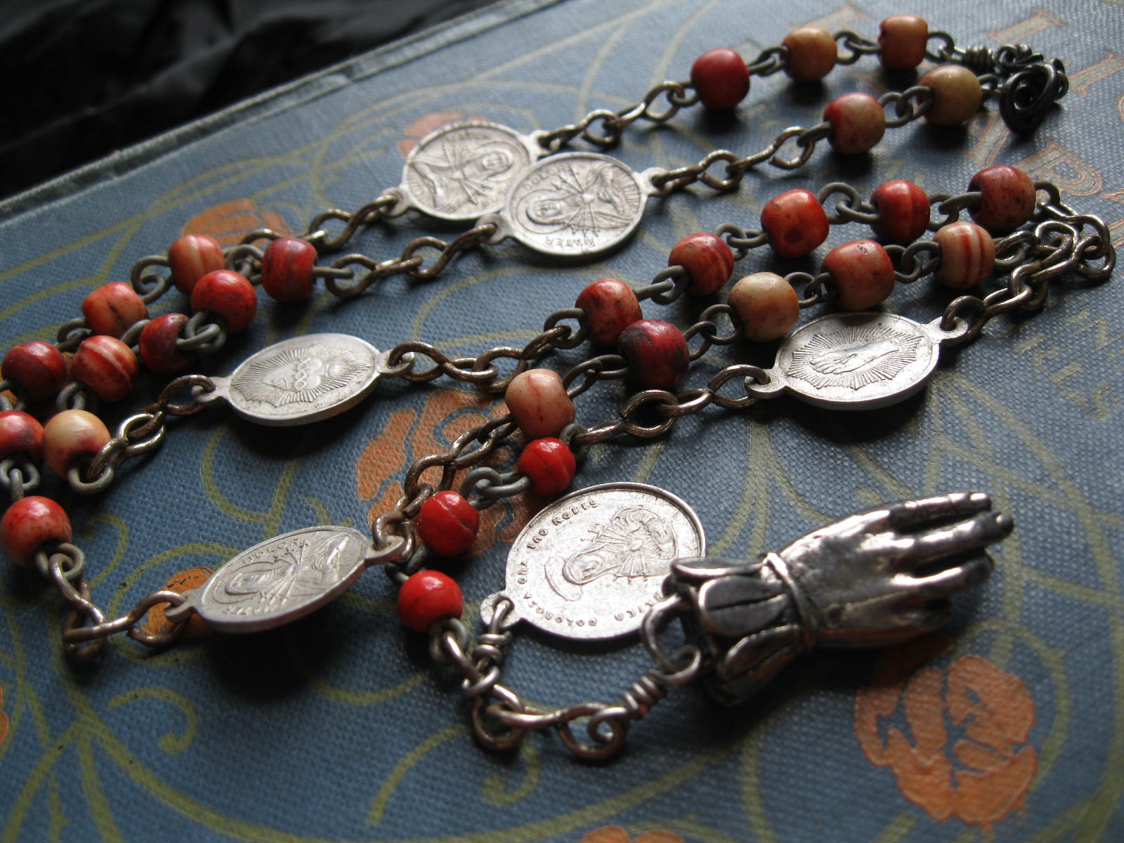 The Sleight of Hand Chaplet, by Feral Strumpet.
